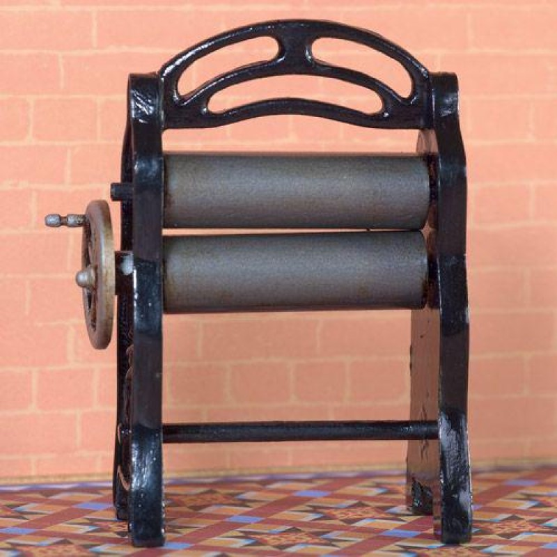 Mangle with Turning Handle