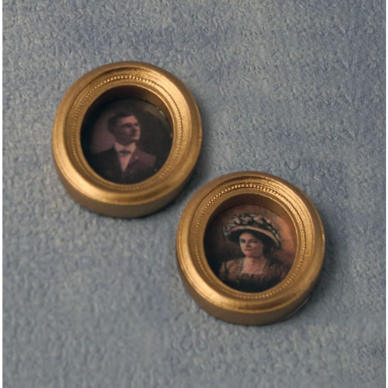 Babettes Miniaturen Oval Picture 2 pcs