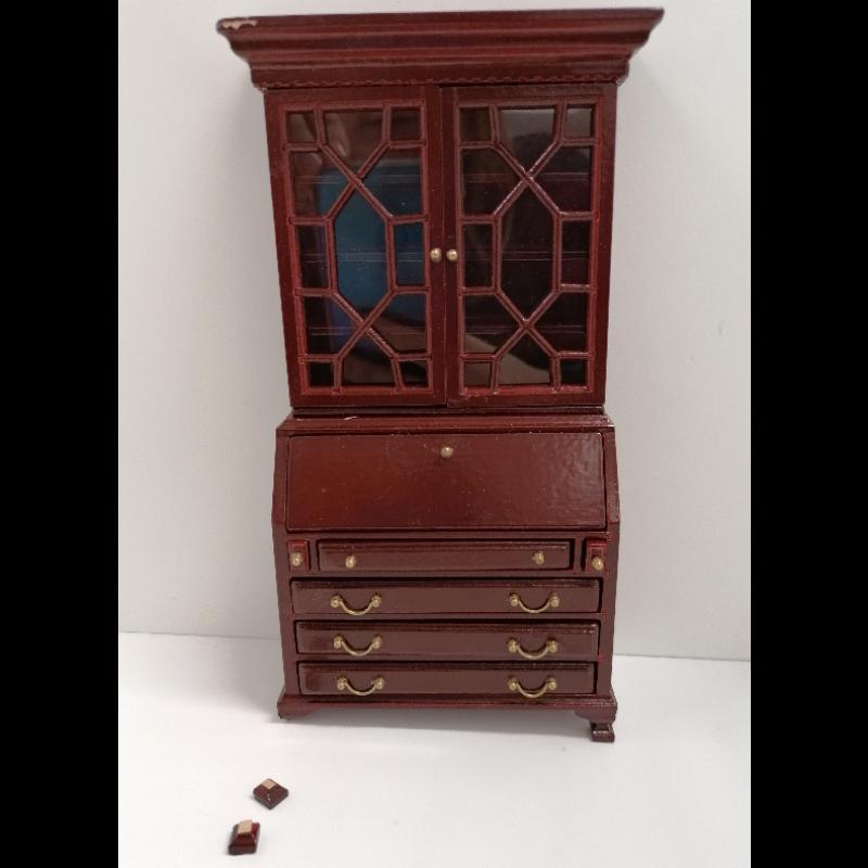 Babettes Miniaturen Cabinet  ***SECONDS***