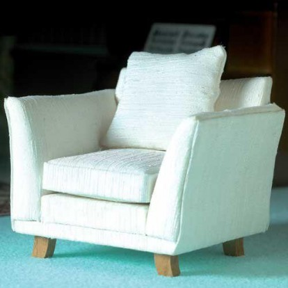 The Dolls House Emporium Finely Carved Armchair /& Stool