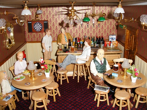 Hannah's wine bar and bistro dolls house