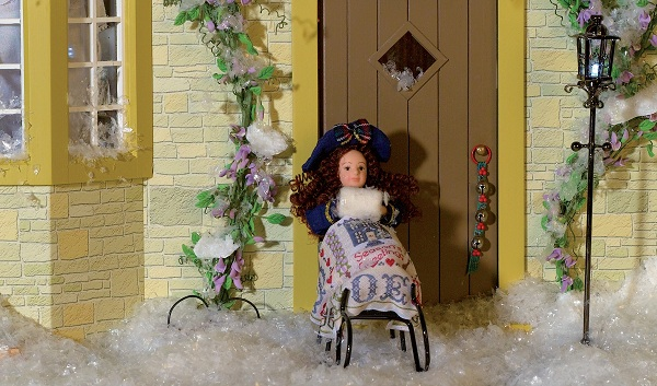 Free to collect winter dolls and miniatures collection