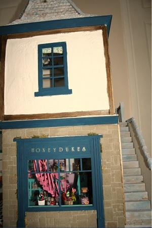 Harry Potter dolls' house Emporium