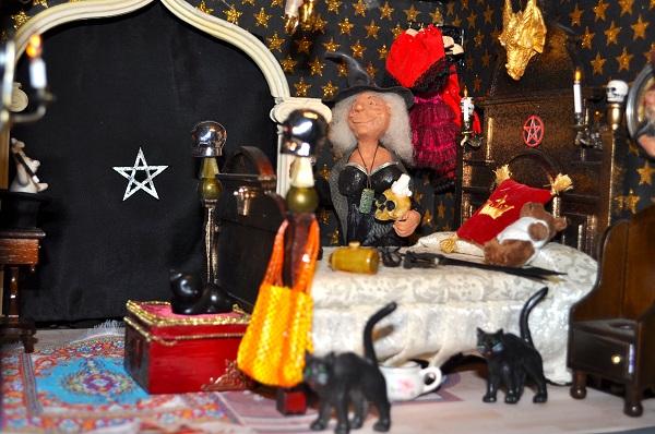 Castle Bedroom - Tony Middleton's Cumberland Castle: The Dolls House Emporium