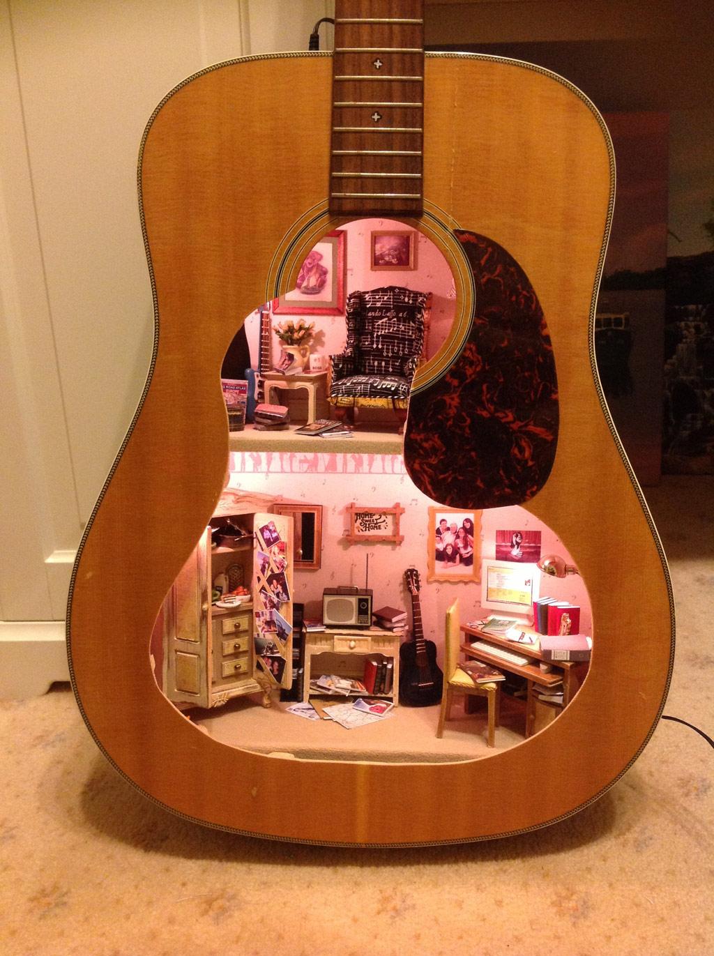 http://www.dollshouse.com/sector/171/2013-2014-collector's-handbook