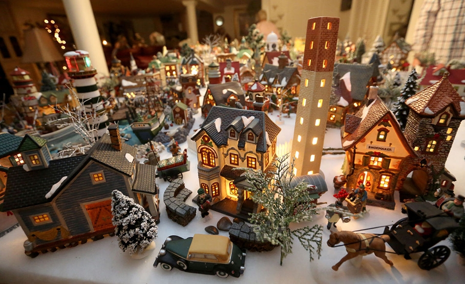 credit wwwflickrhivemindnet - Christmas Miniatures