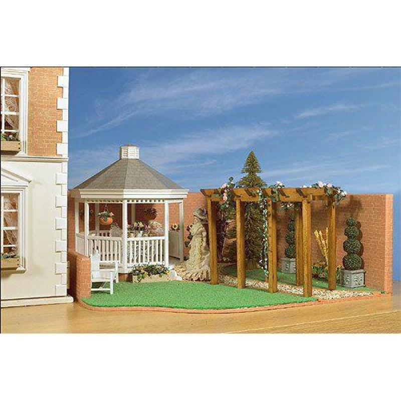 Garden and Pergola Kit. Garden measures 206 x 570 x 600mm